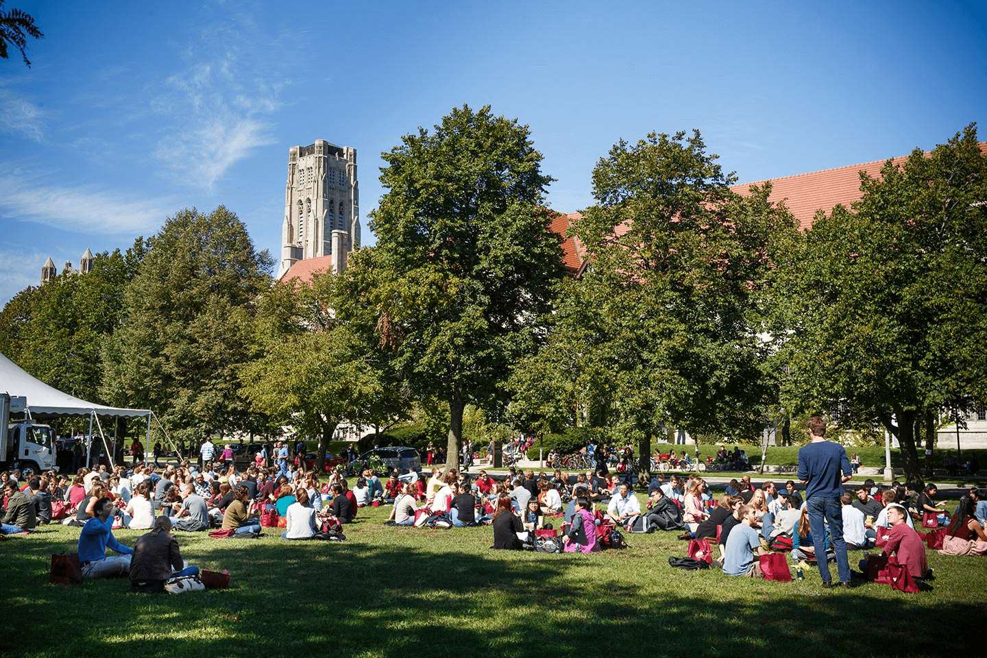 Students sitting on the University of Chicago campus lawn